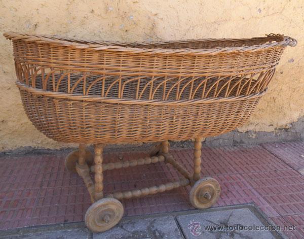 Antigüedades: FABULOSA CUNA DE MIMBRE CON PATAS Y RUEDAS DE MADERA - Foto 10 - 212252157