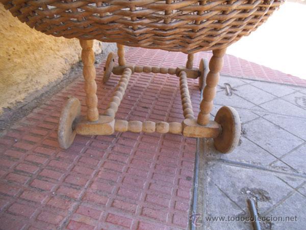 Antigüedades: FABULOSA CUNA DE MIMBRE CON PATAS Y RUEDAS DE MADERA - Foto 14 - 212252157