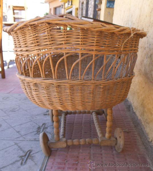 Antigüedades: FABULOSA CUNA DE MIMBRE CON PATAS Y RUEDAS DE MADERA - Foto 15 - 212252157