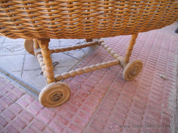 Antigüedades: FABULOSA CUNA DE MIMBRE CON PATAS Y RUEDAS DE MADERA - Foto 18 - 212252157