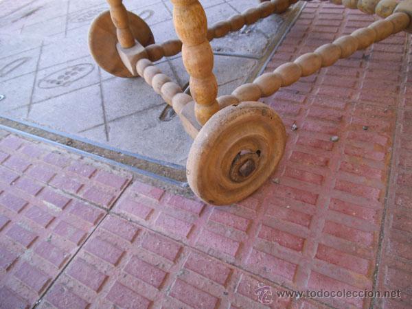 Antigüedades: FABULOSA CUNA DE MIMBRE CON PATAS Y RUEDAS DE MADERA - Foto 2 - 212252157