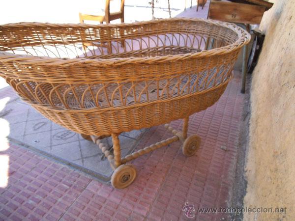 Antigüedades: FABULOSA CUNA DE MIMBRE CON PATAS Y RUEDAS DE MADERA - Foto 4 - 212252157