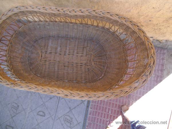 Antigüedades: FABULOSA CUNA DE MIMBRE CON PATAS Y RUEDAS DE MADERA - Foto 5 - 212252157