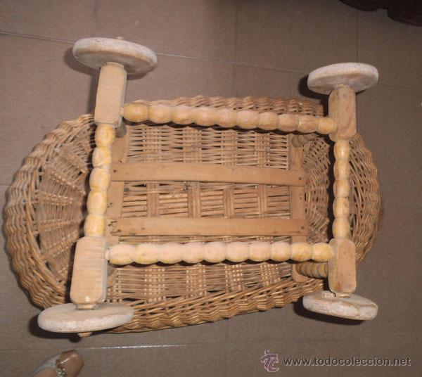 Antigüedades: FABULOSA CUNA DE MIMBRE CON PATAS Y RUEDAS DE MADERA - Foto 9 - 212252157