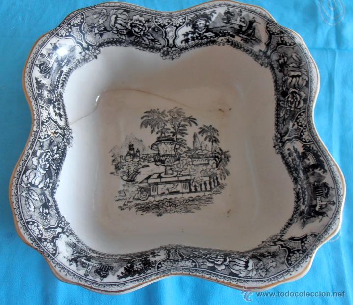 BANDEJA, FUENTE CENTRO DE PORCELANA, POSIBLEMENTE VARGAS (Antigüedades - Porcelanas y Cerámicas - Otras)