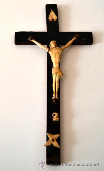 ANTIGUO CRISTO MARFIL * HUESO SOBRE CRUZ * CRUCIFIJO (Antigüedades - Religiosas - Crucifijos Antiguos)