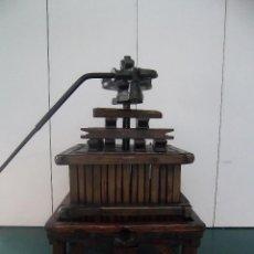 Antigüedades: ESPECTACULAR PRENSA DE VINO ANTIGUA. Lote 43377209