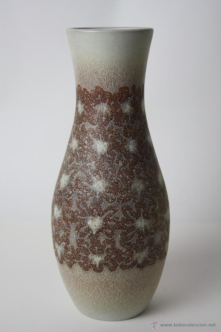 JARRÓN EN CERÁMICA. ESMALTADA A MANO. FIRMADO SERRA. 31 CM. ALTO APROX. (Antigüedades - Porcelanas y Cerámicas - Catalana)