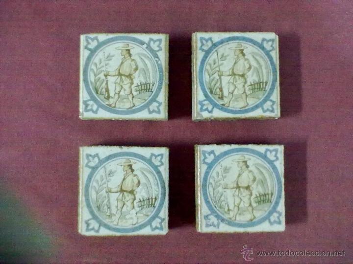 4 BALDOSAS AZULEJOS OLAMBRILLAS CAZADOR (Antigüedades - Porcelanas y Cerámicas - Azulejos)