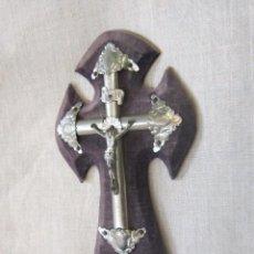 Antigüedades: CRISTO EN LA CRUZ EN TERCIOPELO PELO Y METAL. Lote 43390762