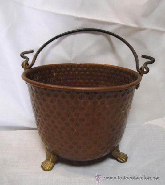 PRECIOSA CALDERA DE COBRE CON PATAS DE METAL (Antigüedades - Técnicas - Rústicas - Utensilios del Hogar)