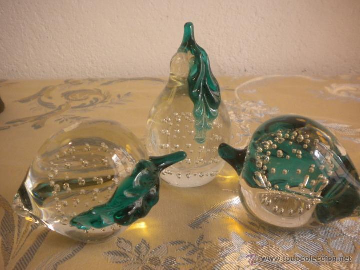 Lote de tres pisapapeles con forma de frutas en comprar for Frutas de cristal