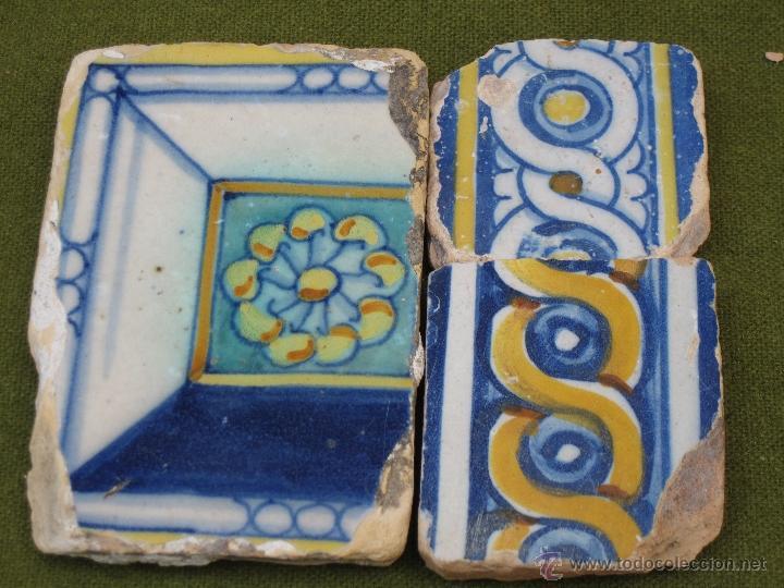 LOTE DE 3 AZULEJOS ANTIGUOS DE TALAVERA O TOLEDO. SIGLOS XVI Y XVII. AZULEJO. (Antigüedades - Porcelanas y Cerámicas - Talavera)
