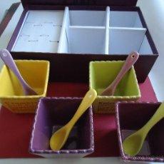 Antigüedades: SET DE 4 CUBITOS DE CERÁMICA CON SUS CUCHARAS EN 4 COLORES.VER FOTO. Lote 43535437