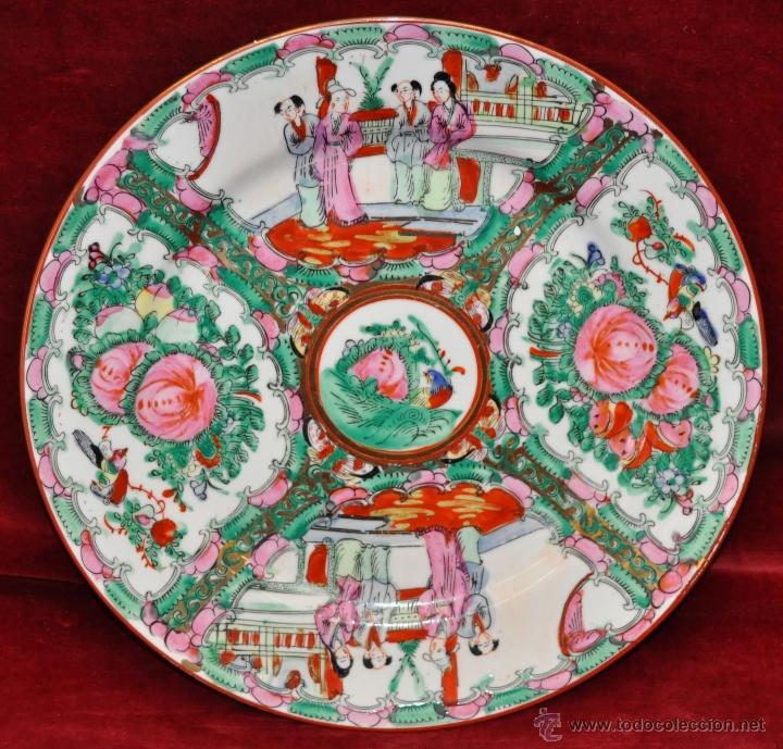 PLATO DE PORCELANA ORIENTAL HECHO EN MACAU CHINA PINTADO Y ESMALTADO A MANO. SELLADO EN BASE (Antigüedades - Porcelanas y Cerámicas - China)