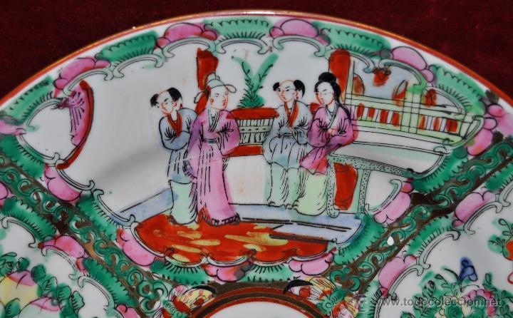 Antigüedades: PLATO DE PORCELANA ORIENTAL HECHO EN MACAU CHINA PINTADO Y ESMALTADO A MANO. SELLADO EN BASE - Foto 2 - 43563356