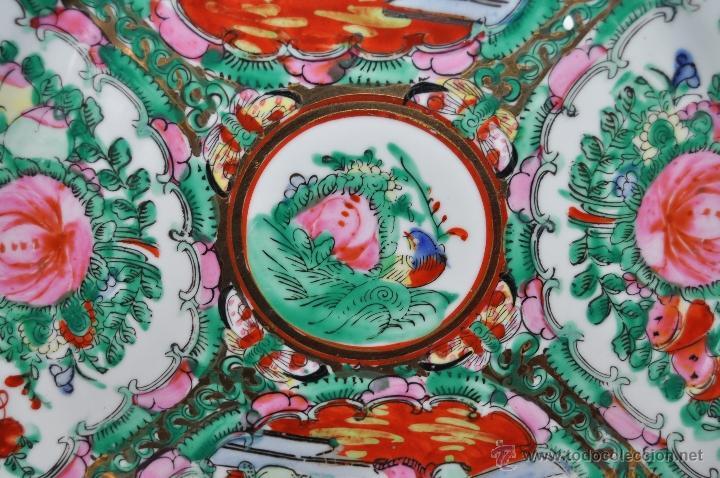 Antigüedades: PLATO DE PORCELANA ORIENTAL HECHO EN MACAU CHINA PINTADO Y ESMALTADO A MANO. SELLADO EN BASE - Foto 3 - 43563356