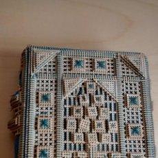 Antigüedades: ANTIGUO TARJETERO DE CARTÓN Y SEDA. SXIX. Lote 43568661