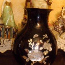 Antigüedades: ANTIGUO JARRON CLOISONNE CON INCRUSTACIONES EN NACAR. Lote 43572713