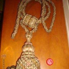 Antigüedades: MAGISTRAL RECOGE - CORTINAS DEL 1900 EN SEDA,DE IGLESIA, 81 CM . LA BORLA MIDE 25 CM PIEZA MUSEO. Lote 32750784