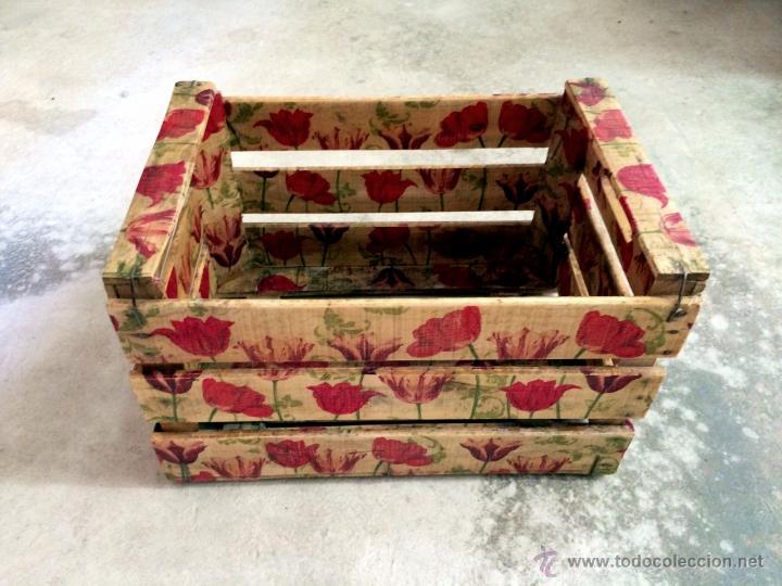 antigua caja de frutas decorada con tulipanes a Comprar