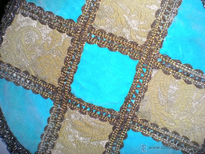 Antigüedades: antiguo tapete brocado con pasamanería hecho a mano en artesanía - Foto 2 - 43621388