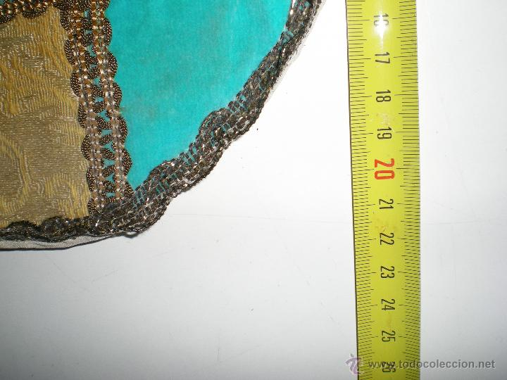 Antigüedades: antiguo tapete brocado con pasamanería hecho a mano en artesanía. - Foto 2 - 43621479