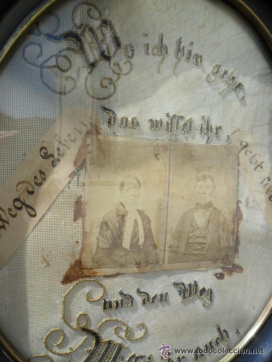 Antigüedades: CUADRO CON FOTOS ANTIGUAS SOBRE TELA BORDADA Y CON MARCO OVALADO ENMARCADO EN NEGRO - SIGLO XIX - Foto 4 - 43651668