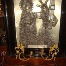 Antigüedades: MAGNIFICA PAREJA DE CANDELABROS O APLIQUES DE METAL CON ANGELES, , 17 X 15 . Lote 29193803
