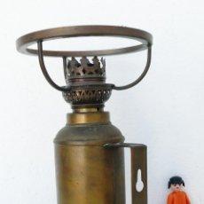 Antigüedades: PRECIOSA LAMPARA ANTIGUA ORIGINAL QUINQUE EN LATON PARA MESA O PARED FRACIA XIX. Lote 43666313