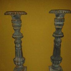 Antigüedades: PAREJA DE CANDELABROS DE HIERRO PINTADOS, SXIX. Lote 43672433
