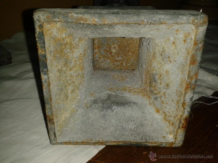 Antigüedades: pareja de candelabros de hierro pintados, sXIX - Foto 4 - 43672433