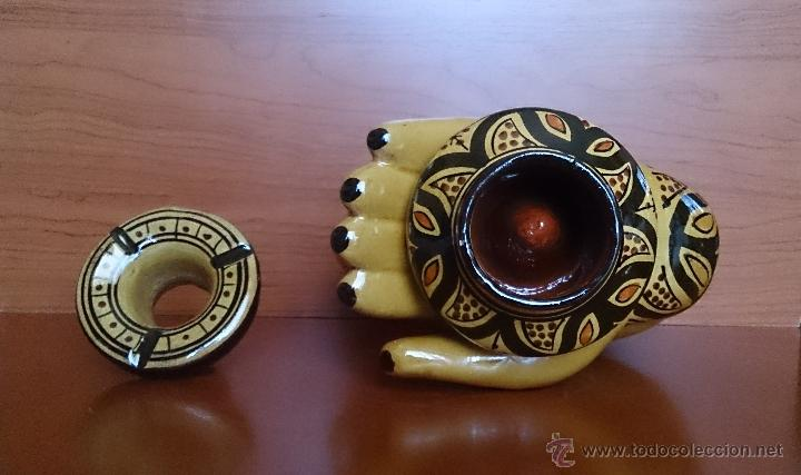 Antigüedades: Antiguo y original cenicero árabe en terracota vidriada y pintada a mano ( mano de fatima ) . - Foto 6 - 43710466