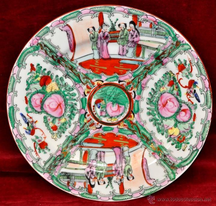 PLATO DE PORCELANA ORIENTAL PINTADO Y ESMALTADO A MANO. SELLADO EN BASE (Antigüedades - Porcelanas y Cerámicas - China)