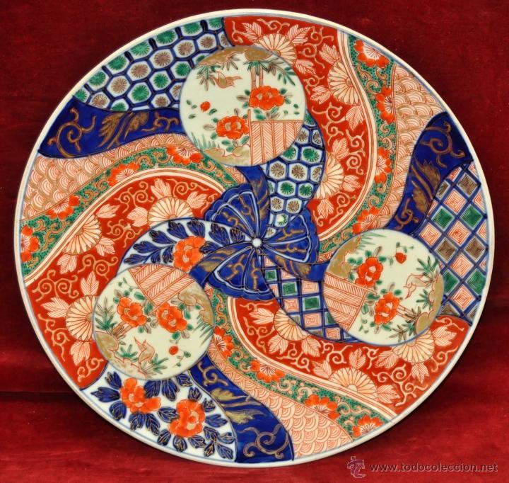 DECORATIVO PLATO EN PORCELANA PINTADA DE IMARI (JAPON). AÑOS 30 (Antigüedades - Porcelanas y Cerámicas - China)