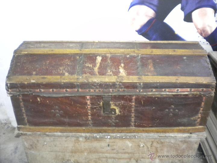 ANTIGUO ARCON FORRADO DE PIEL 1900'S. (Antigüedades - Muebles Antiguos - Baúles Antiguos)