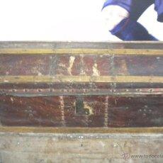 Antigüedades: ANTIGUO ARCON FORRADO DE PIEL 1900'S.. Lote 43752360