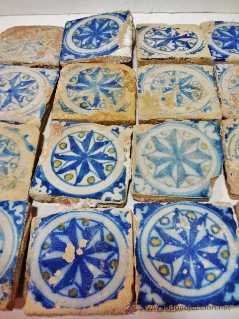 Antigüedades: 24 olambrillas en forma de estrella de 8 puntas. Talavera s. XVI. Esmalte en blanco, azul y amarillo - Foto 2 - 43776978