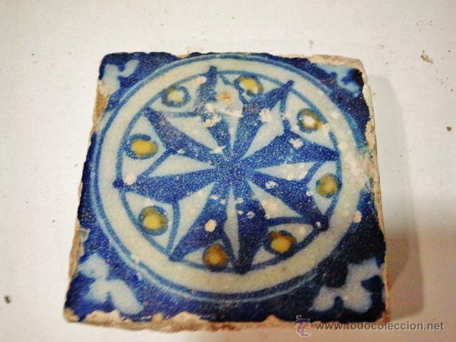 Antigüedades: 24 olambrillas en forma de estrella de 8 puntas. Talavera s. XVI. Esmalte en blanco, azul y amarillo - Foto 3 - 43776978