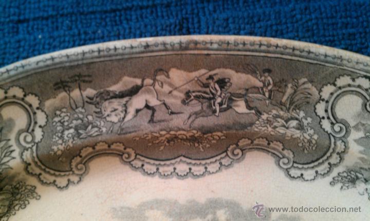 Antigüedades: BANDEJA CARTAGENA LA AMISTAD CAZA DEL CIERVO CON ESCOPETA Y ESCENA CINEGETICA - Foto 3 - 43850853