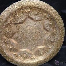 Antigüedades: ANTIGUO PLATO DE METAL BRONCE, MUY BONITO Y GRANDE.. Lote 43921016