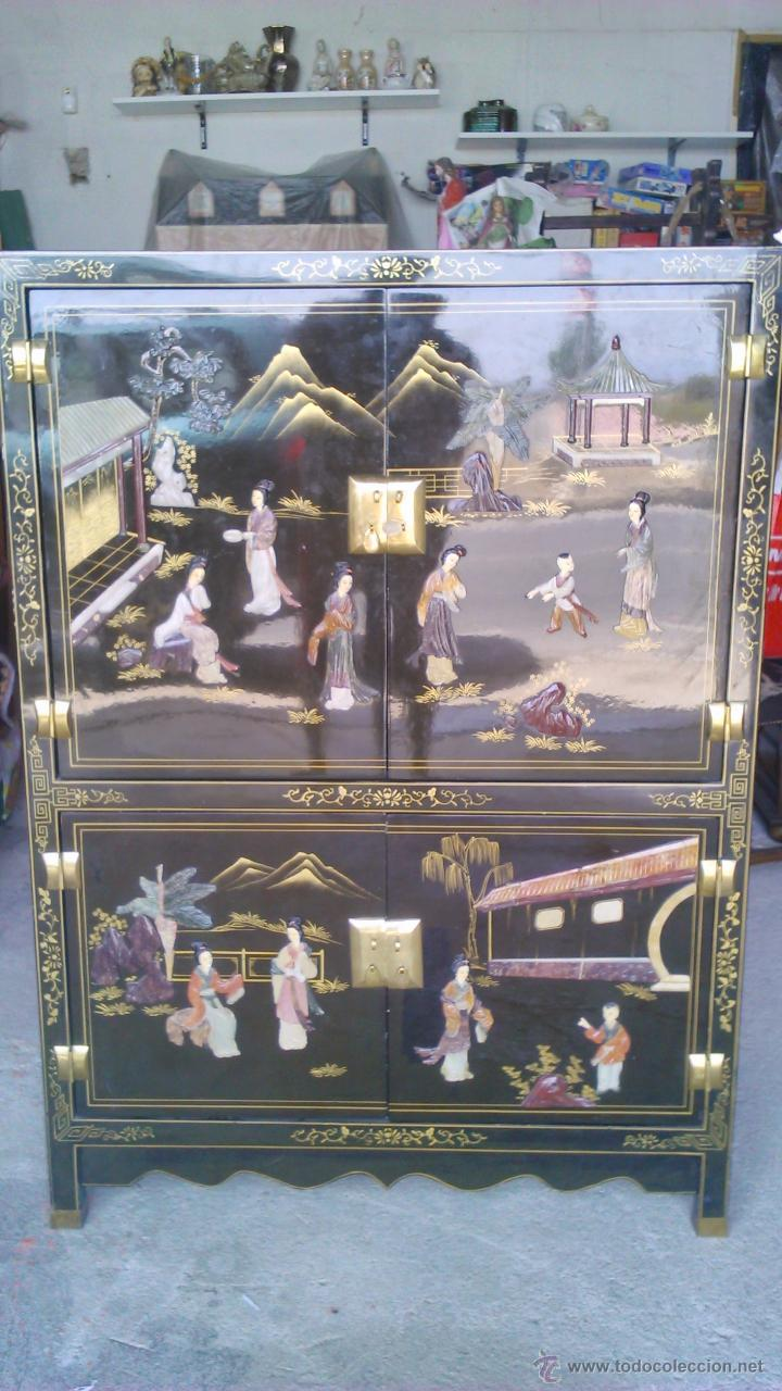 Antigüedades: Antiguo armario chino lácado en negro con imágenes talladas en Jade,Mármol y Nácar.laca china - Foto 4 - 43936177