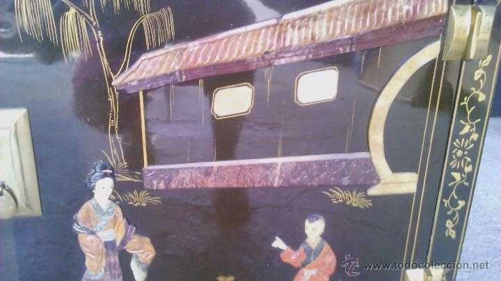 Antigüedades: Antiguo armario chino lácado en negro con imágenes talladas en Jade,Mármol y Nácar.laca china - Foto 16 - 43936177