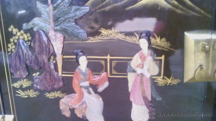 Antigüedades: Antiguo armario chino lácado en negro con imágenes talladas en Jade,Mármol y Nácar.laca china - Foto 17 - 43936177