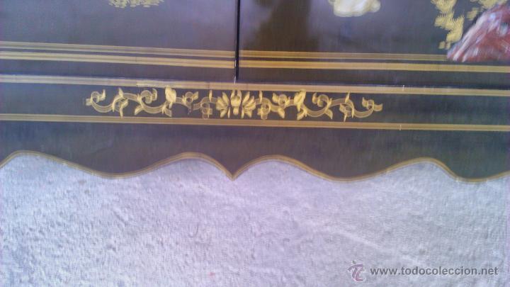 Antigüedades: Antiguo armario chino lácado en negro con imágenes talladas en Jade,Mármol y Nácar.laca china - Foto 20 - 43936177