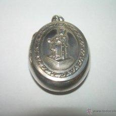 Antigüedades: ANTIGUO Y MUY BONITO RELICARIO DE PLATA...VIRGEN DE MONTSERRAT.. Lote 43945237