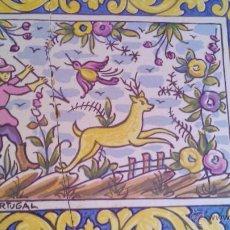 Antigüedades: ANTIGUO AZULEJO INCRUSTADO EN BANDEJA DE CORCHO. RUSTICA PORTUGAL.MOTIVO CAZA DEL CIERVO.. Lote 43951120