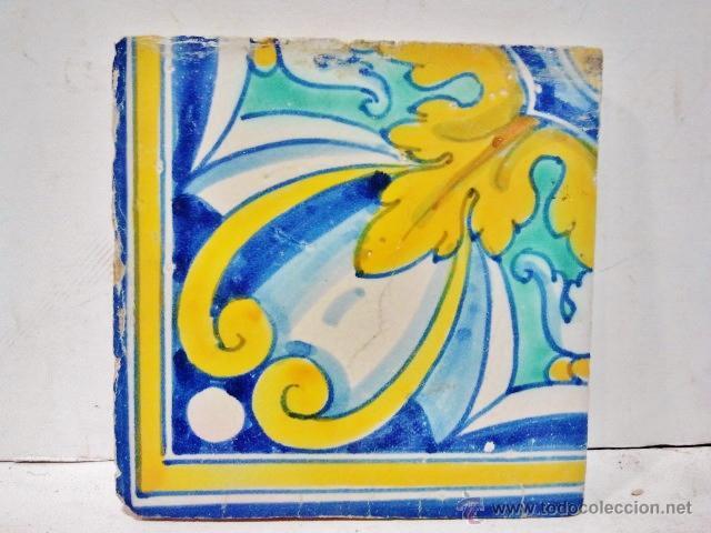 Antigüedades: Lote de 7 azulejos de Talavera, s. XVI. Esmaltados en amarillo, azules y blanco. - Foto 3 - 43971731