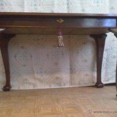 Antigüedades: MESA VITRINA EXPOSITOR MOSTRADOR CAOBA PATA GARRA. Lote 43972910