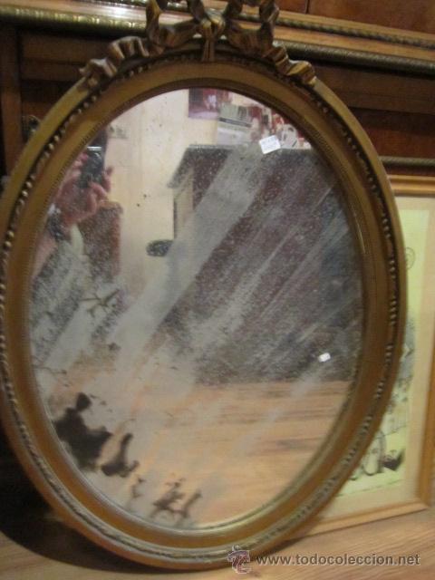 Antigüedades: Antigua pareja de espejos con marco de madera dorada, estilo isabelino. 73 x 52 cms.Interior 58X43 c - Foto 2 - 44009846